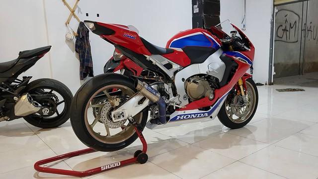 Biker Bình Phước tậu siêu mô tô hàng hiếm Honda CBR1000RR SP2 2017 đầu tiên Việt Nam - Ảnh 3.