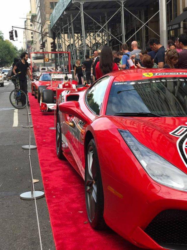 Nhân sự kiện 70 năm thành lập hãng Ferrari, hàng loạt siêu ngựa đã hội tụ tại kinh đô thời trang thế giới - Ảnh 14.