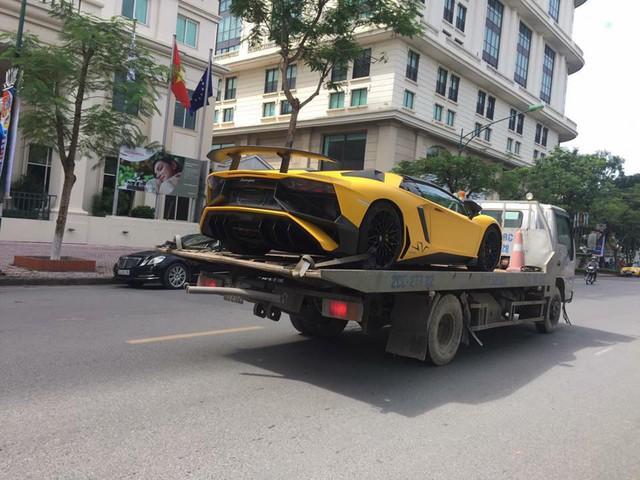 Lamborghini Aventador SV mui trần độc nhất Việt Nam tái xuất trên phố Hà thành - Ảnh 3.