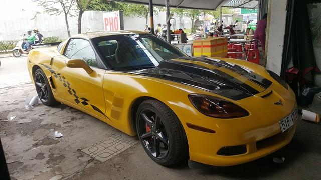 Siêu xe Aston Martin Vanquish cùng dàn xe thể thao tại Sài thành đồng loạt thay áo đề-can màu vàng - Ảnh 9.