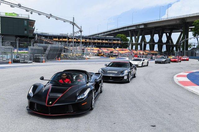 157 chiếc Ferrari diễu hành trên các con phố tại Singapore gây nên cảnh tắc đường - Ảnh 5.