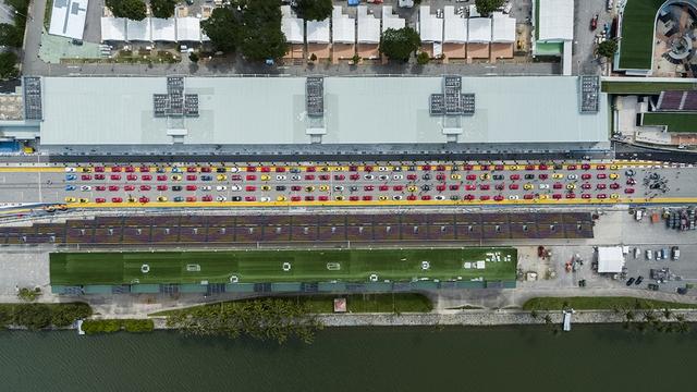 157 chiếc Ferrari diễu hành trên các con phố tại Singapore gây nên cảnh tắc đường - Ảnh 8.