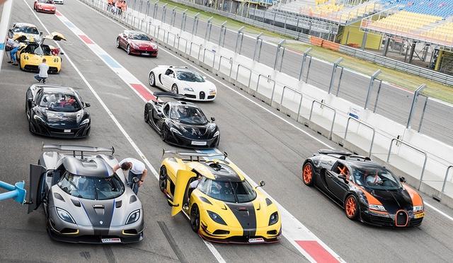 Đại tiệc siêu xe ở trường đua TT-Circuit Assen Hà Lan - Ảnh 2.