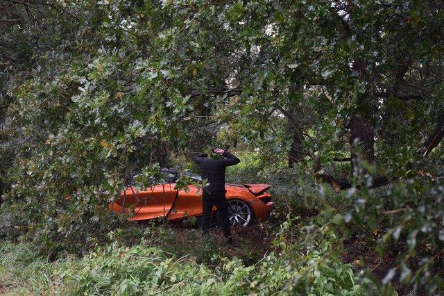 Đây là vụ tai nạn hiếm hoi của siêu xe McLaren 720S - Ảnh 1.