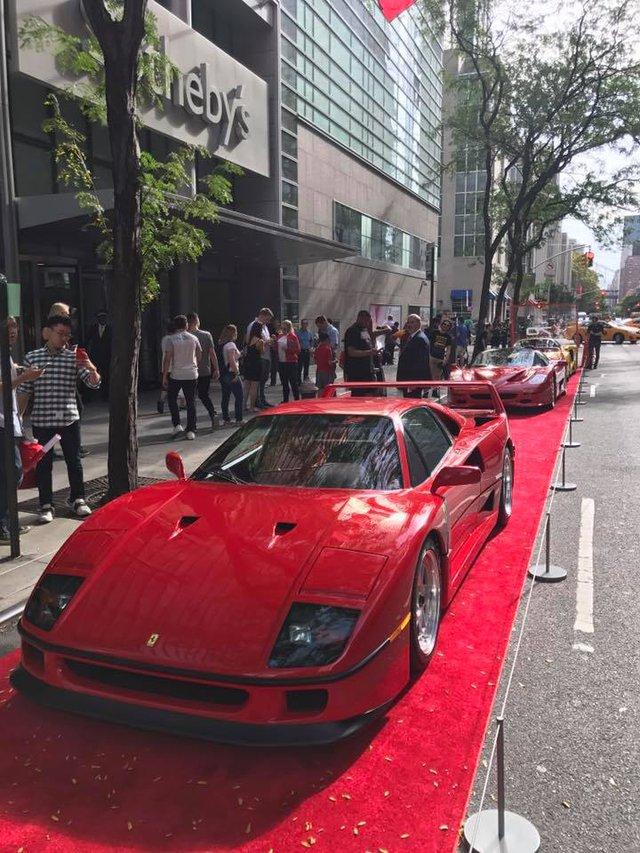 Nhân sự kiện 70 năm thành lập hãng Ferrari, hàng loạt siêu ngựa đã hội tụ tại kinh đô thời trang thế giới - Ảnh 13.