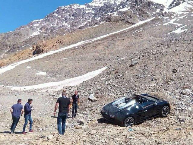 Cư dân mạng xót xa với hình ảnh chiếc Bugatti Veyron mui trần gặp nạn tại Chile - Ảnh 4.