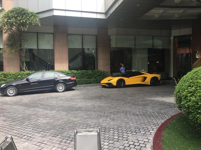 Lamborghini Aventador SV mui trần độc nhất Việt Nam tái xuất trên phố Hà thành - Ảnh 2.