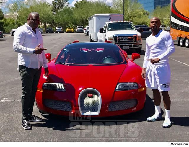 Sau màn so găng tỷ USD với McGregor, Floyd Mayweather cầm lái Bugatti 3,3 triệu USD đi ăn mừng - Ảnh 6.