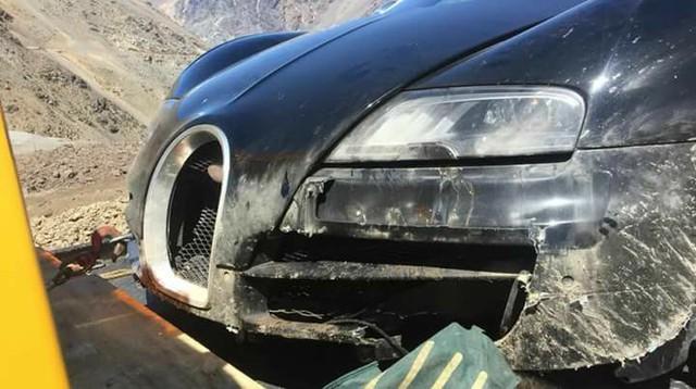 Cư dân mạng xót xa với hình ảnh chiếc Bugatti Veyron mui trần gặp nạn tại Chile - Ảnh 3.
