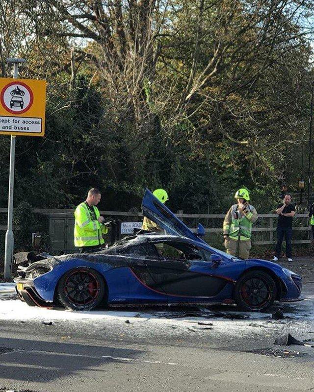 Siêu xe triệu USD hàng hiếm McLaren P1 cháy như đuốc trên phố - Ảnh 4.