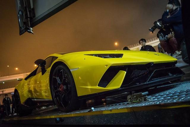 Lamborghini Huracan Performante cập bến đất nước hoa anh đào - Ảnh 3.