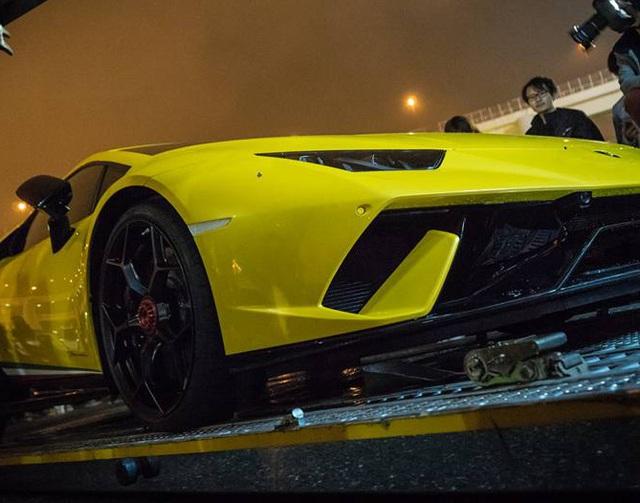 Lamborghini Huracan Performante cập bến đất nước hoa anh đào - Ảnh 6.