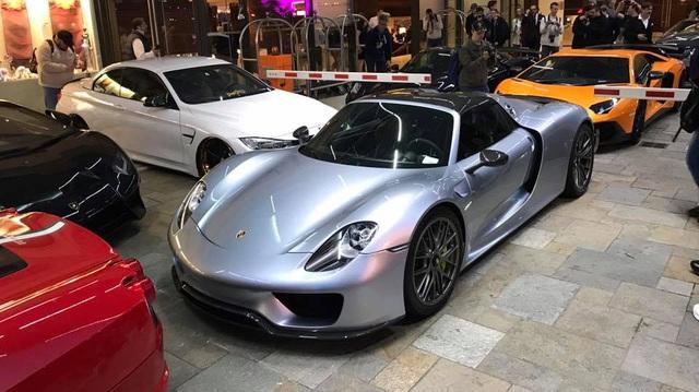 """""""Rừng"""" siêu xe đình đám tụ tập tại Monaco"""