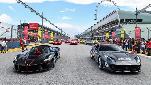 157 chiếc Ferrari diễu hành trên các con phố tại Singapore gây nên cảnh tắc đường - Ảnh 9.