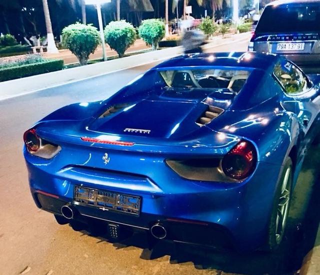 Siêu xe Ferrari 488 mui trần thả dáng cùng Range Rover SVAutobiography 12 tỷ Đồng tại Nha Trang - Ảnh 5.