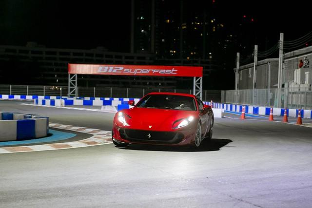 Siêu xe Ferrari 812 Superfast tiếp tục ra mắt tại Đông Nam Á, đại gia Việt phát thèm - Ảnh 4.