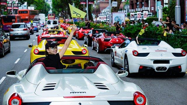 157 chiếc Ferrari diễu hành trên các con phố tại Singapore gây nên cảnh tắc đường - Ảnh 7.