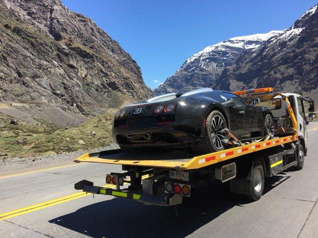 Cư dân mạng xót xa với hình ảnh chiếc Bugatti Veyron mui trần gặp nạn tại Chile - Ảnh 2.