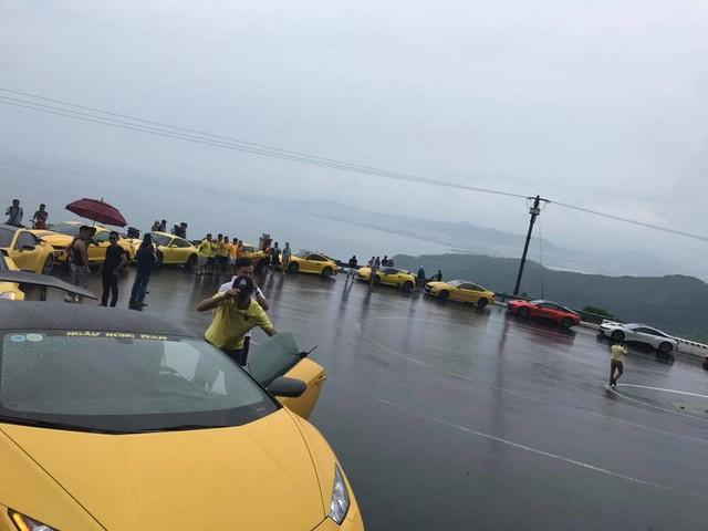 Hàng chục siêu xe và xe thể thao độ khủng vượt đèo Hải Vân trong cơn mưa lớn - Ảnh 6.