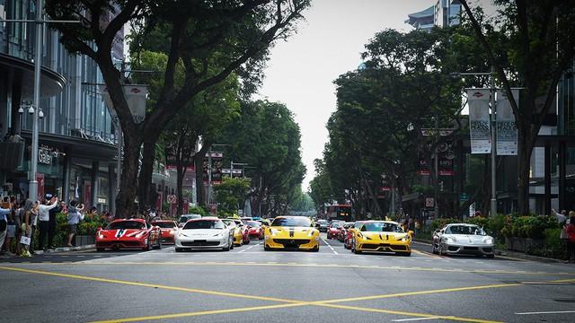 157 chiếc Ferrari diễu hành trên các con phố tại Singapore gây nên cảnh tắc đường - Ảnh 3.