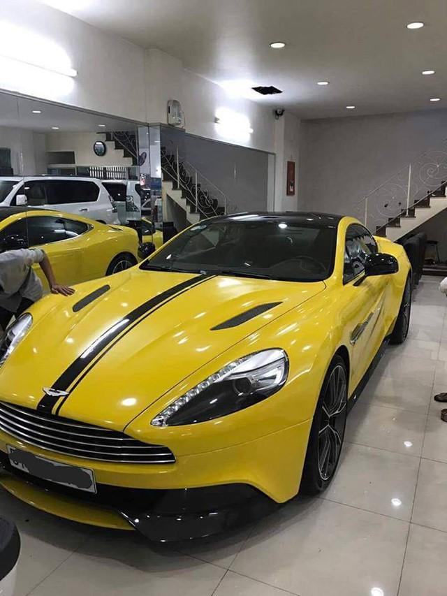 Siêu xe Aston Martin Vanquish cùng dàn xe thể thao tại Sài thành đồng loạt thay áo đề-can màu vàng - Ảnh 3.