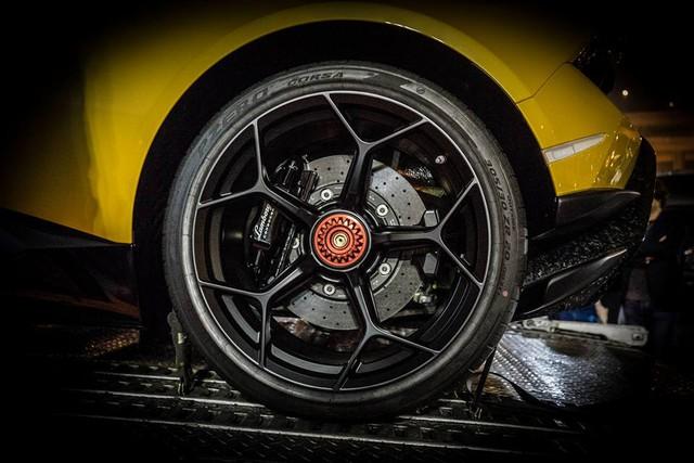 Lamborghini Huracan Performante cập bến đất nước hoa anh đào - Ảnh 8.