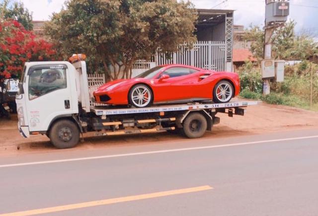 Siêu xe Ferrari 488 GTB bị bắt gặp đang trên đường vận chuyển ra Hà Nội cho ca sĩ Tuấn Hưng - Ảnh 2.