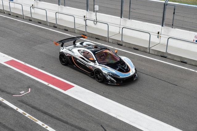 Đại tiệc siêu xe ở trường đua TT-Circuit Assen Hà Lan - Ảnh 8.