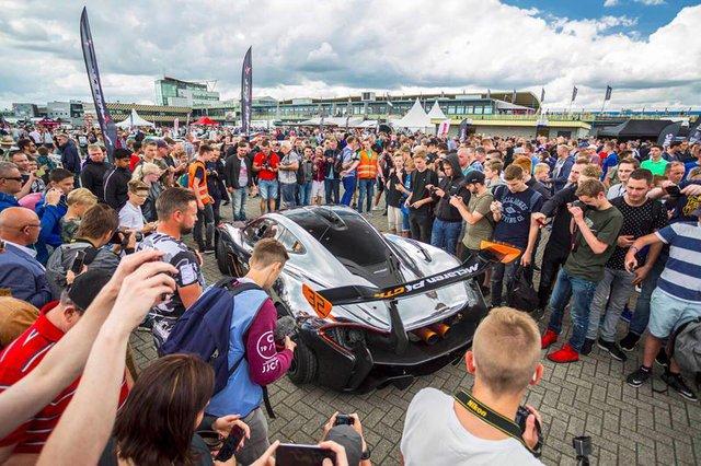 Đại tiệc siêu xe ở trường đua TT-Circuit Assen Hà Lan - Ảnh 9.