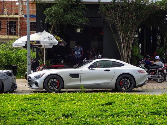 Vẻ đẹp bộ 3 siêu xe khủng xuất hiện cùng nhau tại Gò Công - Ảnh 5.