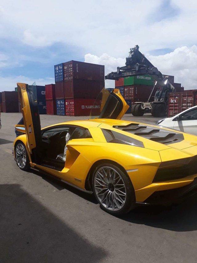 Siêu xe Lamborghini Aventador S LP740-4 2017 bị bắt gặp cho đi đăng kiểm - Ảnh 7.