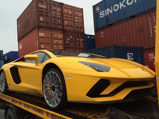 Siêu xe Lamborghini Aventador S LP740-4 2017 bị bắt gặp cho đi đăng kiểm - Ảnh 6.