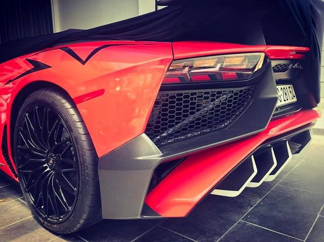 Minh Nhựa thay đổi ngoại thất cho siêu xe Lamborghini Aventador SV 32 tỷ Đồng - Ảnh 3.