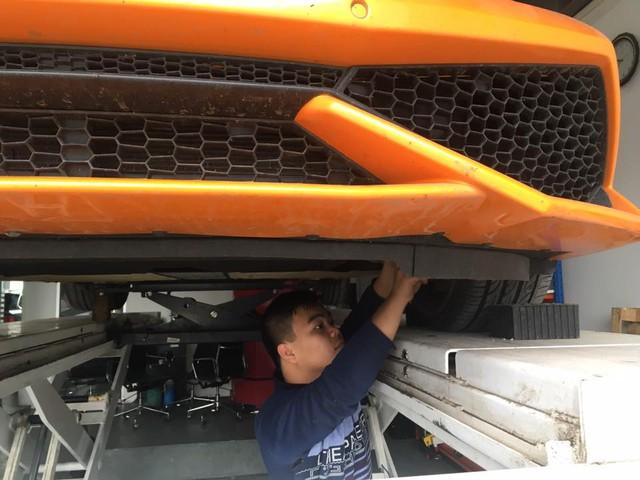 Cặp đôi siêu xe Lamborghini 39 tỷ Đồng được vận chuyển về quê ăn Tết - Ảnh 3.