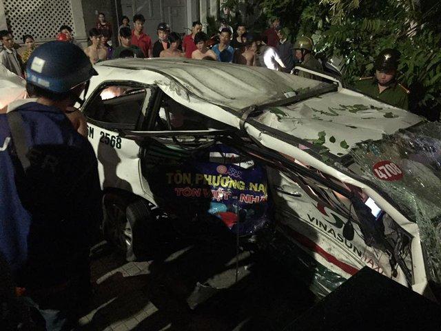 Phú Nhuận: Mazda CX-5 và taxi Vinasun va chạm kinh hoàng, 1 phụ nữ tử vong - Ảnh 1.