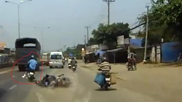 Xôn xao vụ tai nạn của hai xe máy tại cầu Bình Điền