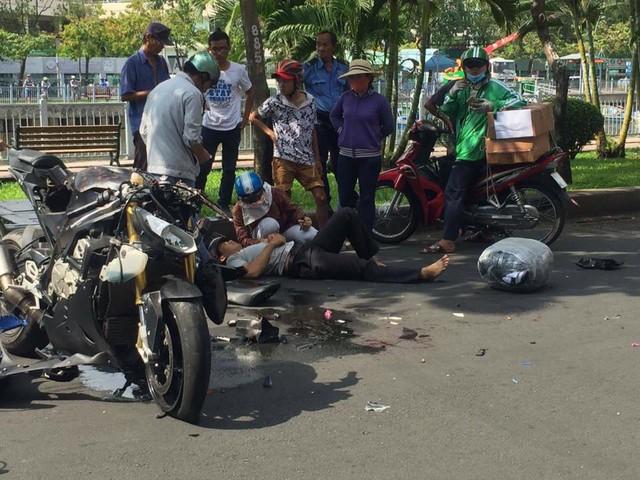Sài Gòn: Thanh niên cầm lái BMW S1000RR đâm xe máy khiến 1 người bất tỉnh tại chỗ - Ảnh 1.