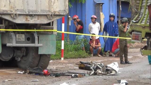 Bình Dương: Hung thần xe ben gây tai nạn liên hoàn khiến 1 phụ nữ tử vong ngay tại chỗ - Ảnh 1.