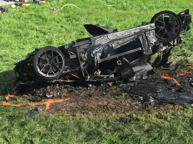 Cựu ngôi sao Top Gear phá nát siêu xe Rimac Concept One mạnh 1.088 mã lực - Ảnh 3.