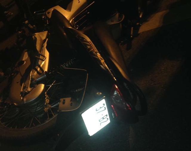 Nghệ An: Ford Ranger va chạm với xe máy rồi bỏ chạy, 2 người bị thương nặng - Ảnh 2.