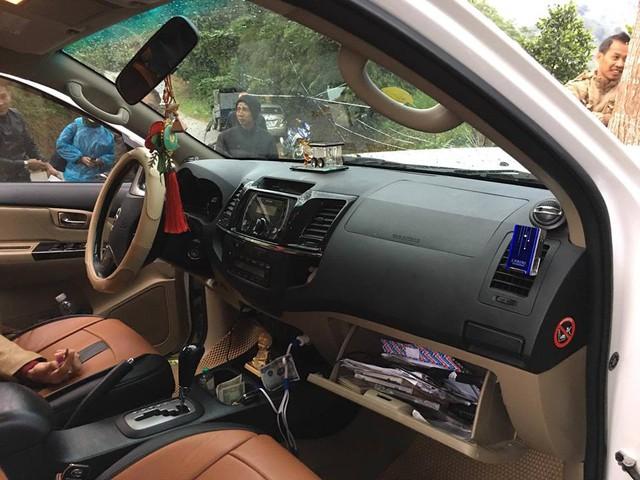Toyota Fortuner đâm bẹp đầu nhưng không bung túi khí - Ảnh 1.