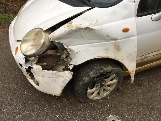 Toyota Fortuner đâm bẹp đầu nhưng không bung túi khí - Ảnh 4.