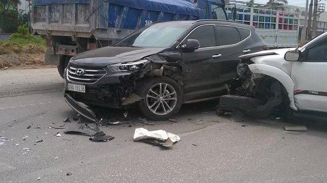 Bắc Ninh: Toyota Fortuner vượt ẩu gây tai nạn kinh hoàng cho Toyota Vios  - Ảnh 3.