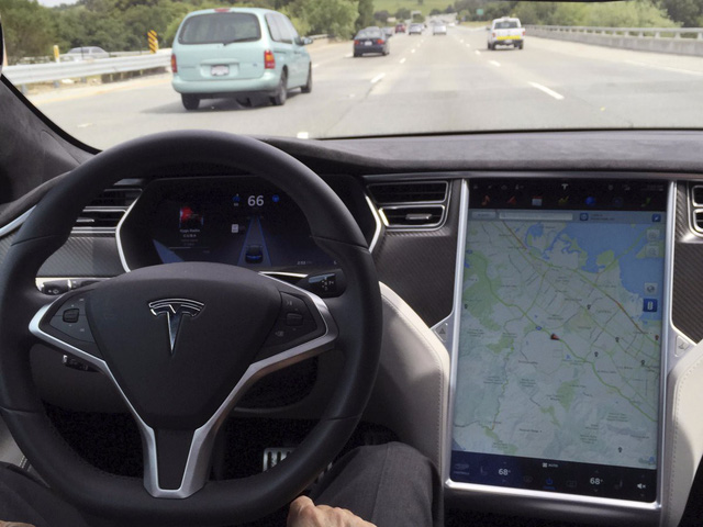 Tesla bị khách hàng chỉ trích vì tự ý cắt bớt tính năng trên xe cũ - Ảnh 2.