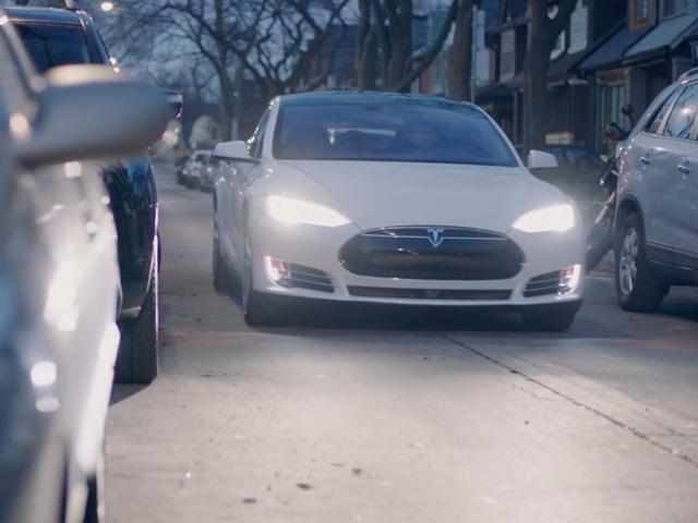 Những điều ấn tượng nhất mà xe tự lái Tesla có thể làm được - Ảnh 3.