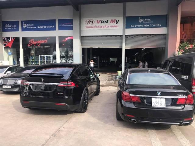 SUV điện Tesla Model X P100D đầu tiên xuất hiện tại Sài thành - Ảnh 3.
