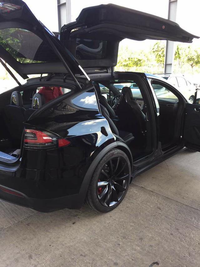 SUV điện Tesla Model X P100D thứ 2 cập bến tại Việt Nam, giá từ 8 tỷ Đồng - Ảnh 2.