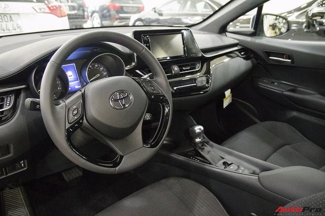 """Ảnh chi tiết Toyota C-HR - hàng """"hot"""" Nhật Bản đầu tiên cập bến Việt Nam - Ảnh 11."""