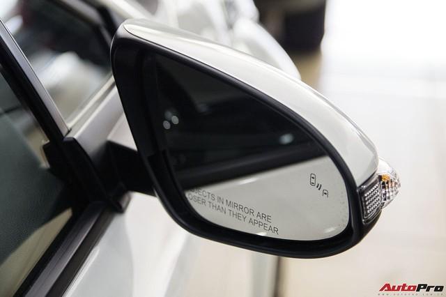 """Ảnh chi tiết Toyota C-HR - hàng """"hot"""" Nhật Bản đầu tiên cập bến Việt Nam - Ảnh 9."""