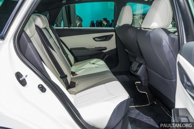 Sedan hạng sang cỡ lớn Toyota Crown Concept ra mắt tại quê nhà - Ảnh 12.